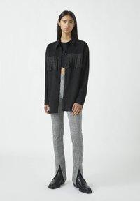 PULL&BEAR - MIT NIETEN UND FRANSEN - Button-down blouse - mottled black - 1