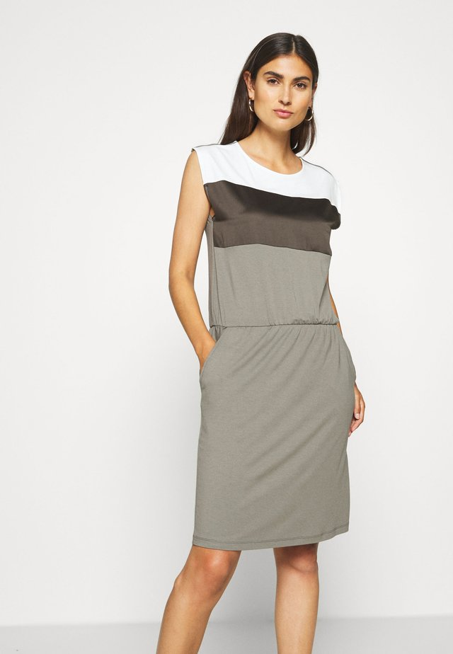 UNGEFÜTTERT KURZ - Jersey dress - patch/khaki/white