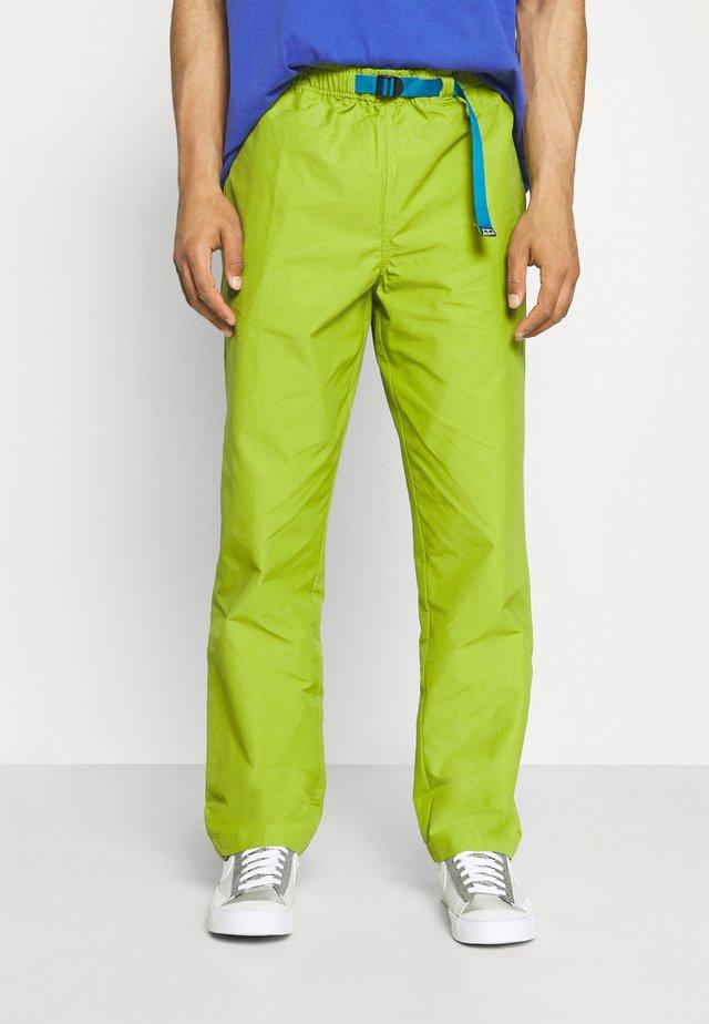 JUNCTION TREK PANT - Pantalones chinos - apple buzz
