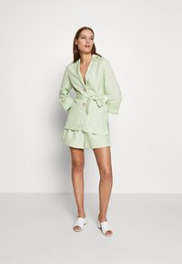 CMEO COLLECTIVE - POSSIBLE - Shorts - citron - 1