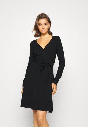VMKARISARA WRAP DRESS - Strikket kjole - black