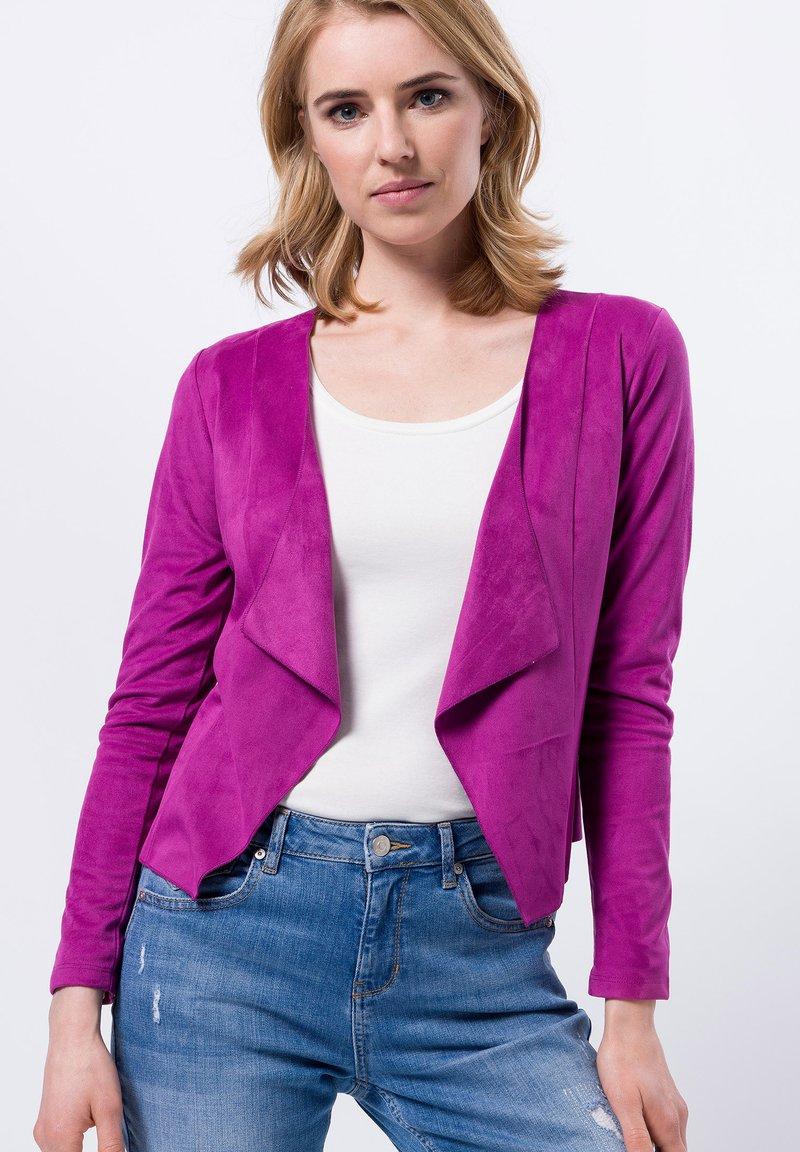 zero - Cape - magenta rouge
