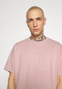 Topman - VERT LONDON TEE - Print T-shirt - pink - 3