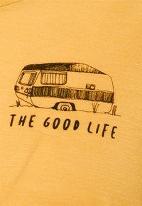 Icebreaker - TECH LITE LOW CREW THE GOOD LIFE - T-shirt con stampa - safflower - 2
