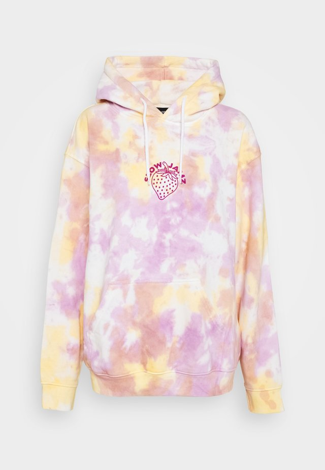 STRAWBERRY TIE DYE HOODIE  - Felpa con cappuccio - multicolor