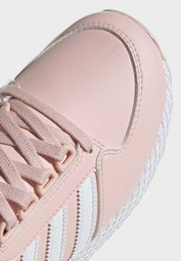 adidas Originals - FOREST GROVE SHOES - Sneakersy niskie - pink - 5