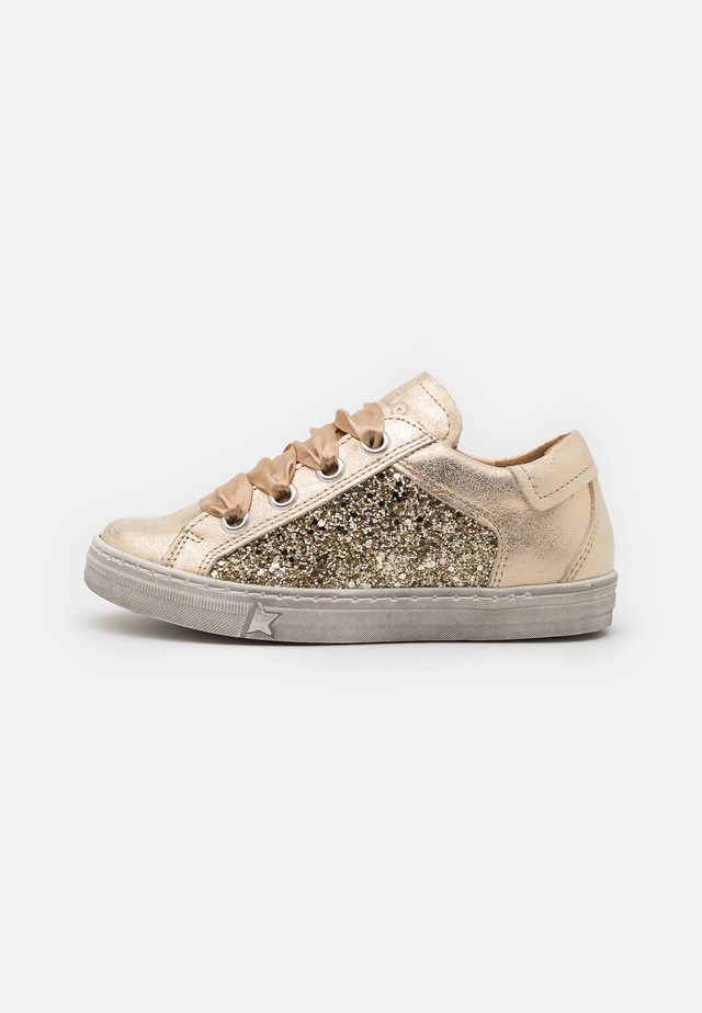 STAR - Sneakers laag - gold