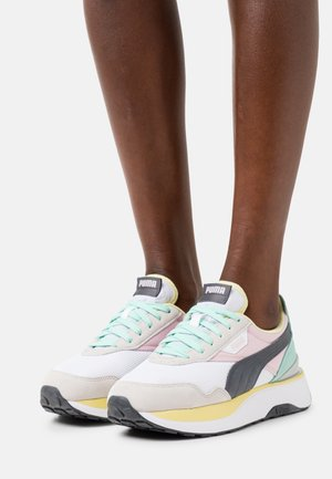 CRUISE RIDER SILK ROAD - Sneakersy niskie - white/pink lady