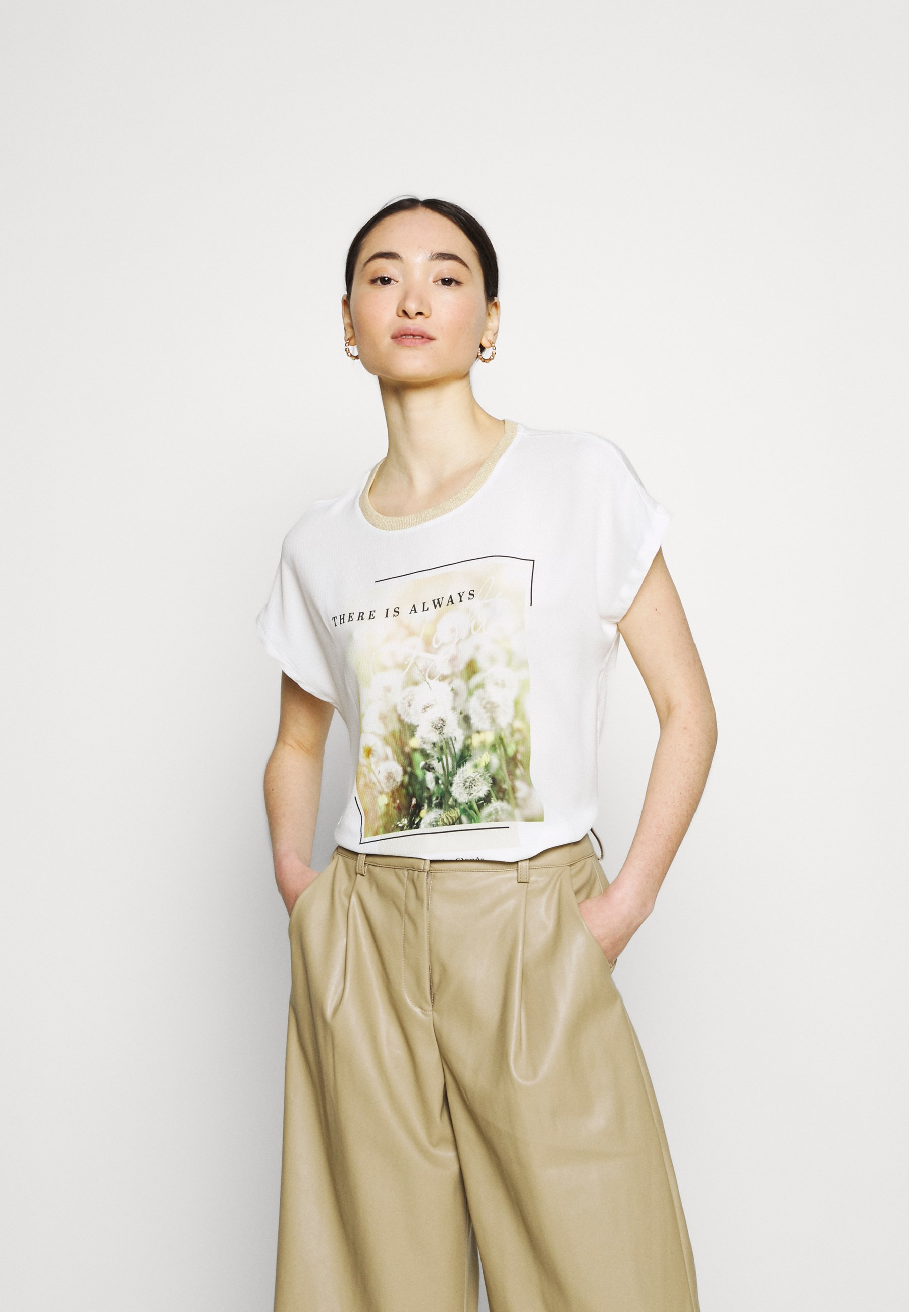 Women ONLRHINA LIFE FLOWER - Print T-shirt