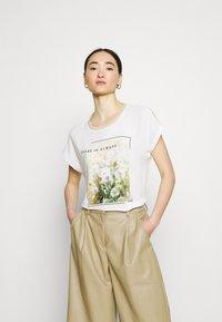 ONLY - ONLRHINA LIFE FLOWER - Print T-shirt - bright white - 0