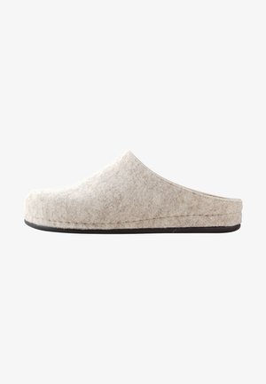Slippers - sand
