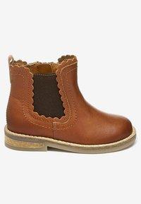 Next - CHELSEA SCALLOP  - Korte laarzen - brown - 5