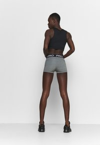 Nike Performance - 365 SHORT - Medias - smoke grey/heather/black - 2