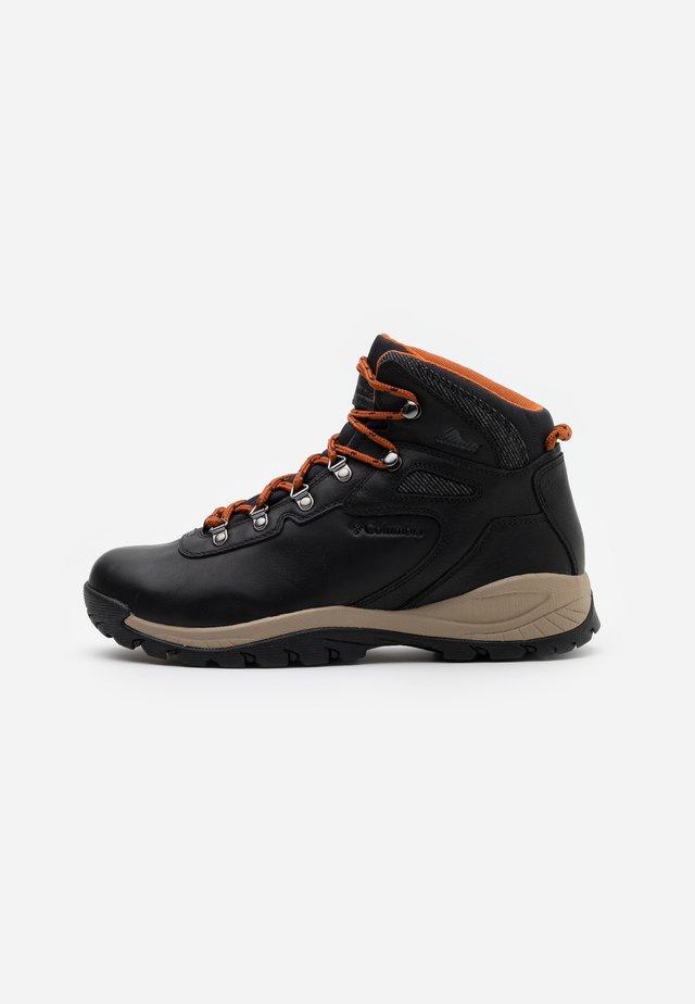 NEWTON RIDGELUXE - Hiking shoes - black/cedar