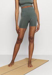 Even&Odd active - SEAMLESS SET - Top - green - 3