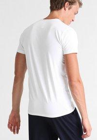 Sloggi - 24/7 O-NECK 2 PACK - Undershirt - white - 2