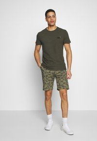 Superdry - VINTAGE CREW - Basic T-shirt - desert olive/space dye - 1