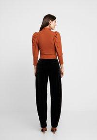 Trendyol - SIYAH - T-shirt à manches longues - cinnamon - 2