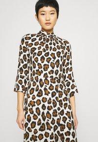 Closet - CLOSET HIGH NECK FRONT SLIT DRESS - Day dress - brown - 3
