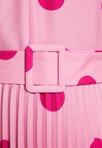 Closet - CLOSET V-NECK PLEATED DRESS - Day dress - pink - 4