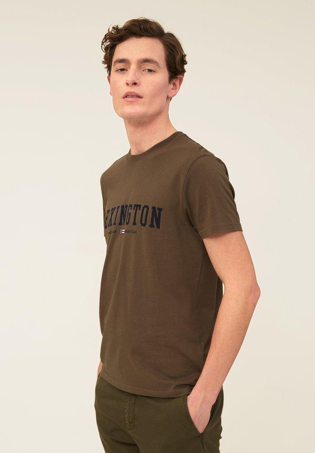 JUSTIN TEE - Print T-shirt - green