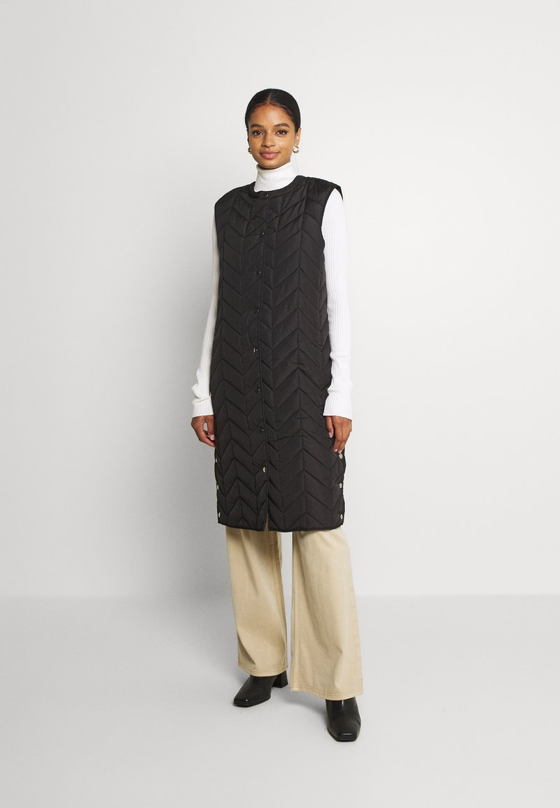Pieces - PCFAWN LONG QUILTED VEST - Waistcoat - black