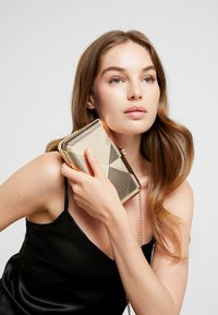 Dorothy Perkins - CASE BOX - Clutches - gold - 1