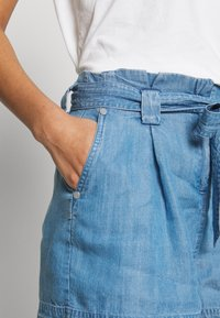 Superdry - DESERT PAPER BAG - Shorts - indigo light - 4