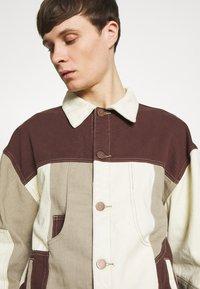 Jaded London - PATCHWORK DETAIL JACKET - Džínová bunda - brown - 6
