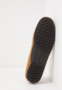 Selected Homme - SLHSERGIO PENNY DRIVE SHOE - Moccasins - sand - 4