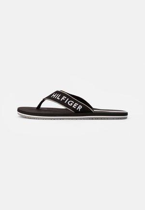 WEBBING BEACH SANDAL - Sandály s odděleným palcem - black