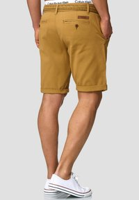 INDICODE JEANS - CASUAL FIT - Shorts - amber - 2