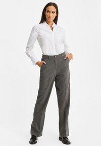 WE Fashion - DAMES GEMÊLEERDE - Suit trousers - blended dark grey - 1
