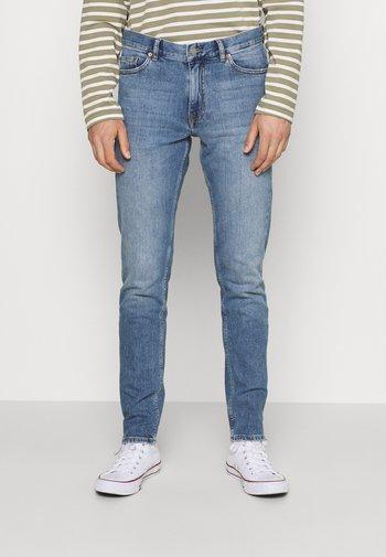 CLARK - Slim fit jeans - creek mid blue