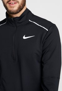 Nike Performance - T-shirt de sport - black/reflective silver - 7