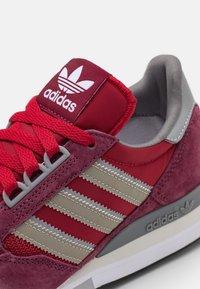 adidas Originals - ZX 500 UNISEX - Trainers - victory crimson/team victory red/footwear white - 5