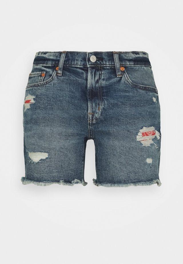 READE BANDANA DEST  - Denim shorts - medium wash
