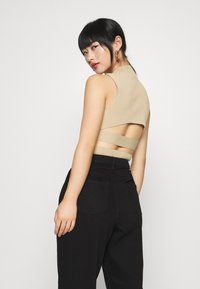 Missguided Petite - TEXTURED CUT OUT BACK BODYSUIT - Top - beige - 2