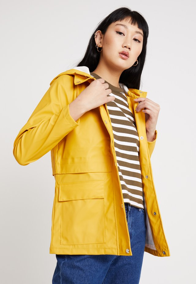 ONLTRAIN RAINCOAT - Waterproof jacket - yolk yellow