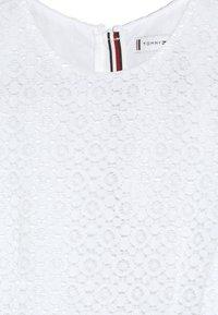 Tommy Hilfiger - STRIPE DRESS  - Sukienka koktajlowa - white - 4