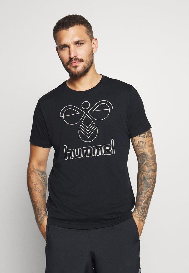 HMLPETER  - T-shirt imprimé - black/bone white
