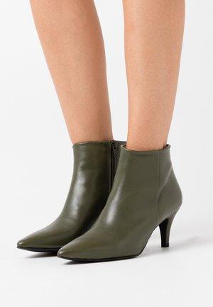 BENETTBO - Ankle boots - kaki