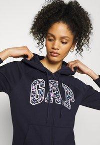 GAP - NOVELTY - Zip-up hoodie - navy uniform - 3