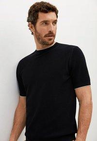 Mango - ROSS - Basic T-shirt - black - 4