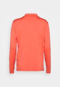 Nike Performance - ELEMENT TRAIL MIDLAYER - Sports shirt - magic ember/reflective silver - 1