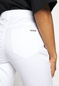 MICHAEL Michael Kors - SELMA - Jeans Skinny Fit - white - 5