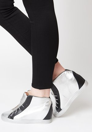 High-top trainers - silber