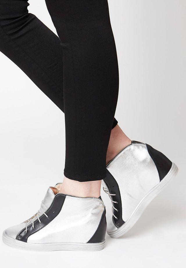 Zapatillas altas - silber