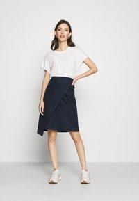 Lacoste - JUPE FEMME - Wrap skirt - marine - 1