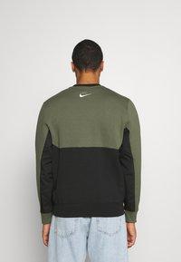 Nike Sportswear - AIR CREW - Mikina - twilight marsh/black/white - 2